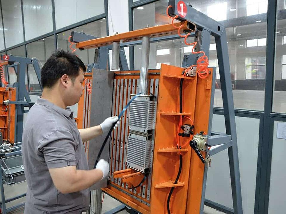 KTR cooler production plant - Stacking device for the cores