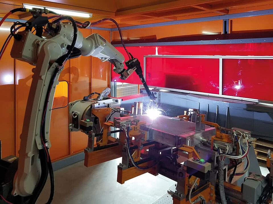 KTR cooler production plant - Robot welding system with rotating table
